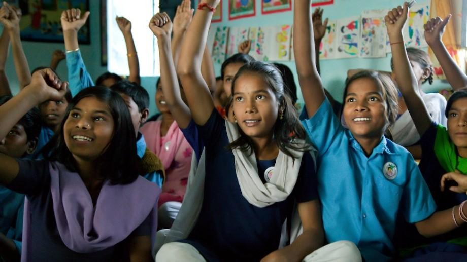 UNESCO premiază inițiativele privind educația fetelor. Cum poți câștiga 50 de mii de dolari
