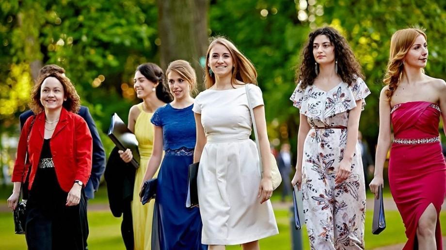 Au fost selectați tinerii moldoveni care vor urma un program de master la Colegiul Europei