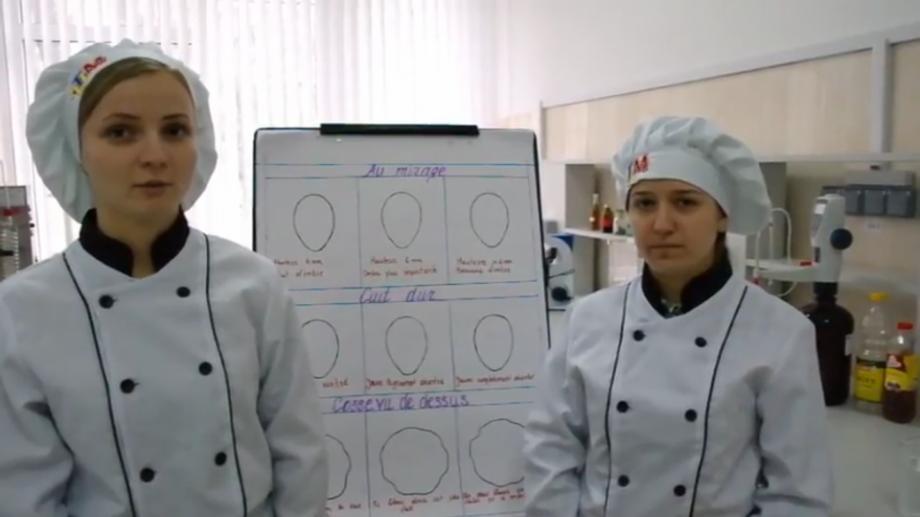 """(video) Trei studenți de la UTM sunt câștigători ai concursului """"Parle-moi science!"""". Iată ce au câștigat"""