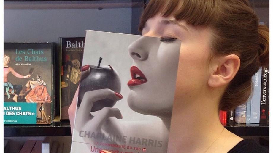 (foto) Când iubitorii de lectură se potrivesc un pic prea bine cu coperțile cărților