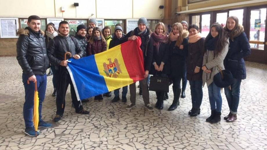 Elevii și studenții basarabeni iau atitudine față de noua Metodologie de admitere la studii în România