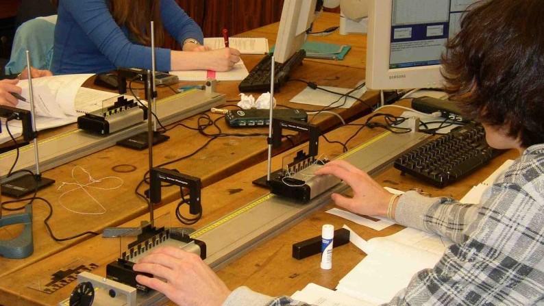 Tinerii pasionați de fizică și noile tehnologii pot participa la un atelier tematic. Detalii despre oportunitate