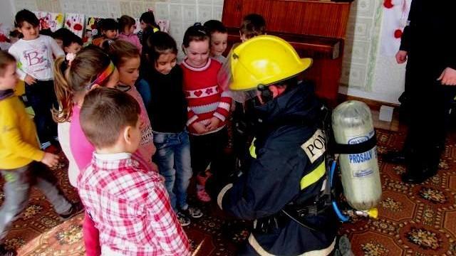 """(video) Proiectul """"Mai isteț ca focul"""". Pompierii au instruit 40 de copii din Cahul"""