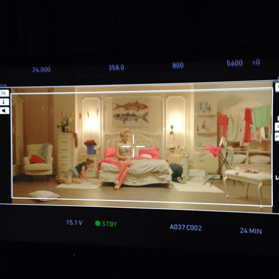 """(foto, video) S-a lăsat mult așteptat! Carla's Dreams a lansat videoclipul piesei """"Dragostea din plic"""""""