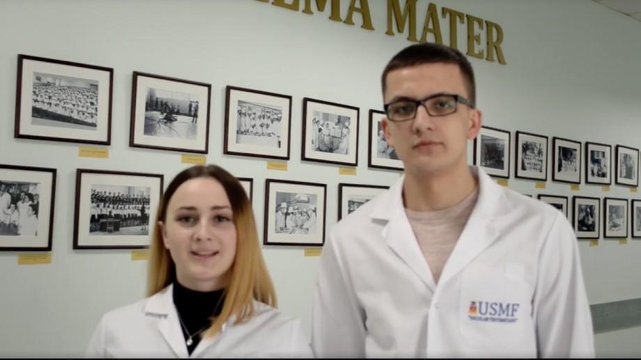 """(video) Studenții de la Medicină își felicită mamele cu ocazia zilei de 8 martie. """"Acel colet trimis în sesiune e o salvare"""""""