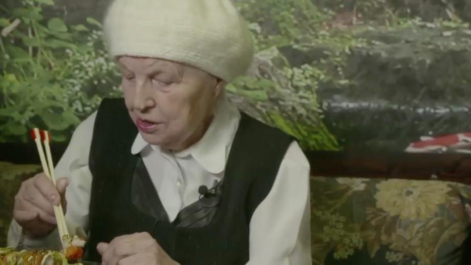 """(video) Două bunicuțe au mâncat pentru prima dată la sushi. """"Nu se aseamănă cu sarmalele"""""""