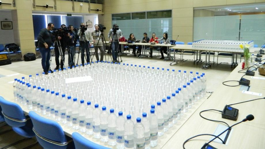 (video) Apă-Canal a lansat 1.000 de sticle îmbuteliate cu apă de la robinet