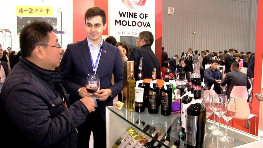 """(foto) Vinul Moldovei cucerește consumatorii asiatici la expoziția """"China Food and Drink Fair 2017"""""""