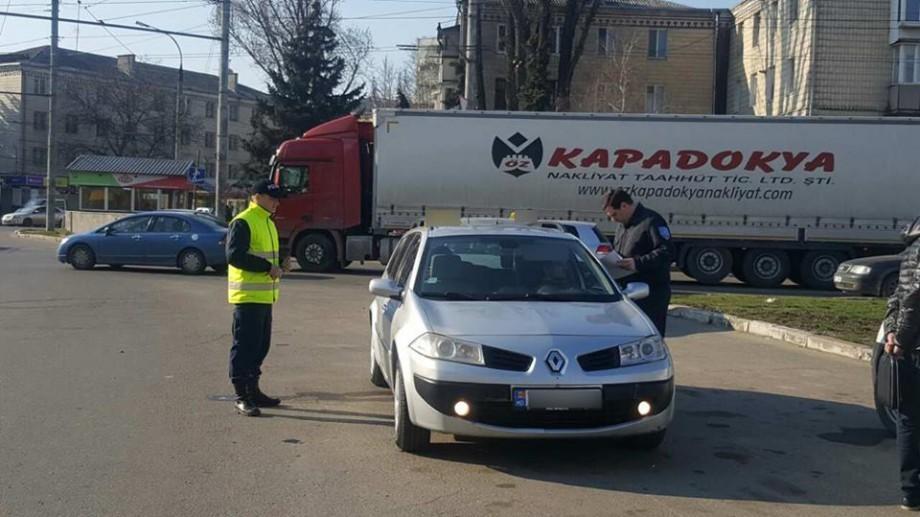 (foto) Taximetriști trași pe dreapta. Au fost amendați 29 de șoferi, iar șase au rămas fără plăcuțe de înmatriculare