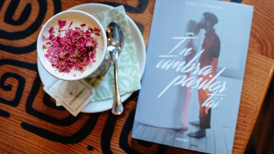 """(foto) Romanul """"În umbra pașilor tăi"""" a fost discutat de cititorii Clubului de lectură Books, Coffee & More"""