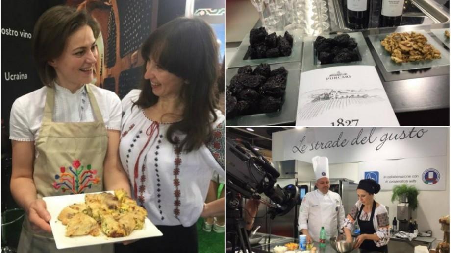 (foto) În cadrul unei expoziții de turism, moldovenii i-au cucerit pe italieni cu plăcinte, mămăligă și vin