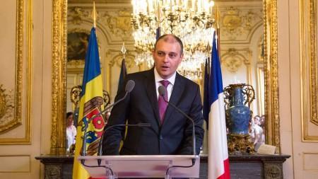 """Munteanu reaționează la criticile aduse de Sturza: """"Replică defectă a babei Vanga"""""""