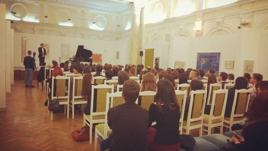 Un tânăr pianist, despre spectatorii din Moldova: Intră și ies în secunda în care vor, uită să-și pună telefonul pe silențios