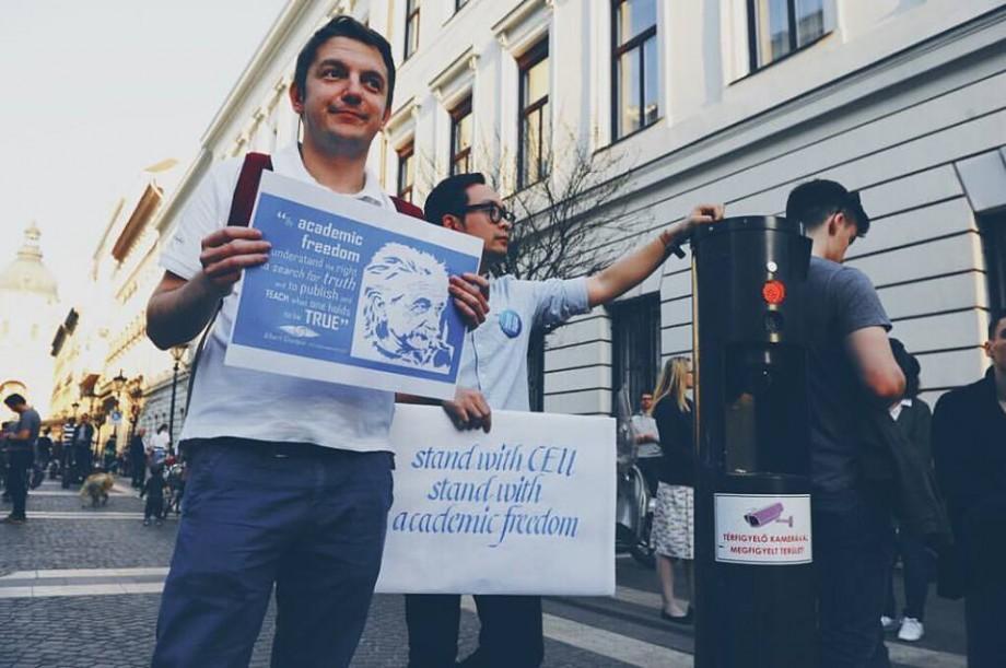 Reacția unui student moldovean de la Universitatea Central-Europeană față de închiderea universității