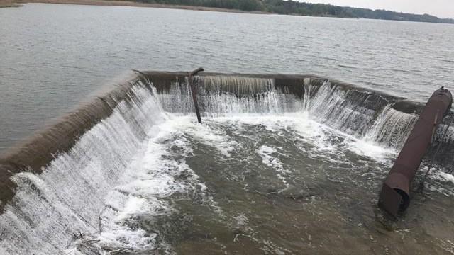 (foto) Albia râului Bâc a fost curățată, iar pericolul de inundații a trecut