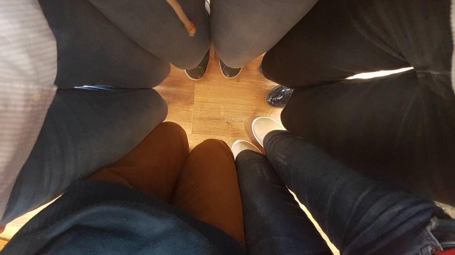 Denim day: Oameni din întreaga lume poartă astăzi blugi pentru a susține victimele violului