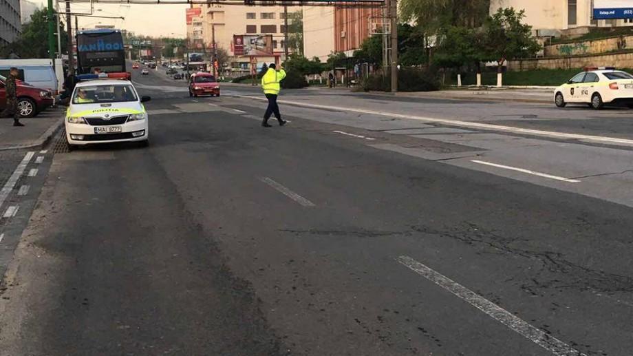 Mii de polițiști s-au implicat la înlăturarea consecinţelor intemperiei în municipiul Chişinău