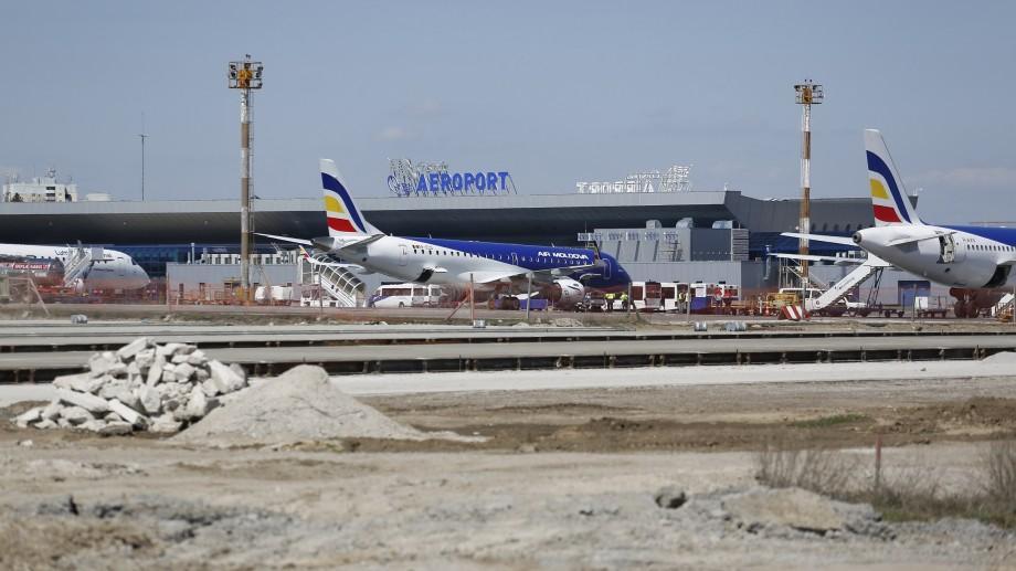 (foto) Cum se desfășoară lucrările de construcție a celei de-a doua piste și lărgire a peronului la Aeroportul Chișinău