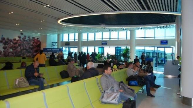 Mai multe curse aeriene se rețin cu câteva ore din cauza condițiilor meteo, iar altele au fost anulate