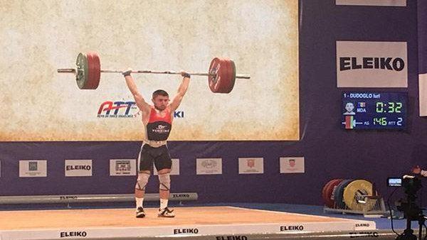 Iurii Dudoglo a cucerit o medalie de aur și două de argint la Campionatele Europene de haltere