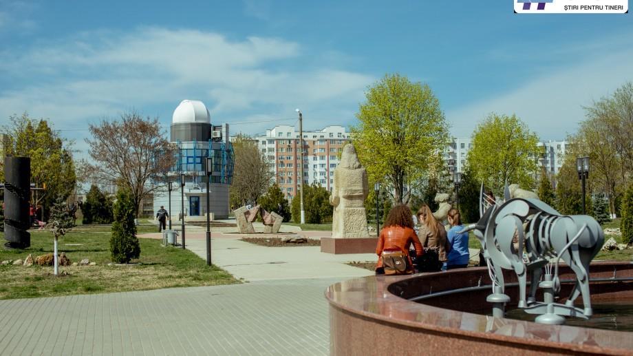 (foto) Campusuri universitare din Moldova: La UTM puteți admira mori de vânt, sculpturi și un havuz cu semne zodiacale