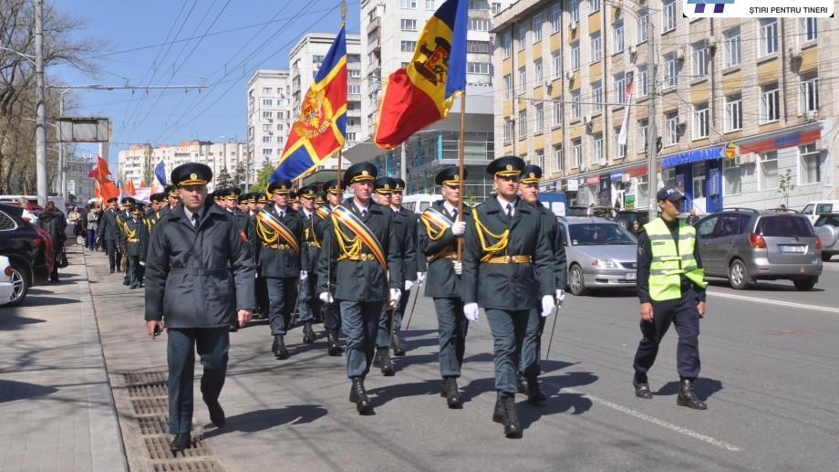 (foto) Oamenii au ieșit în marș pe străzile Chișinăului pentru a comemora victimele de la Cernobîl