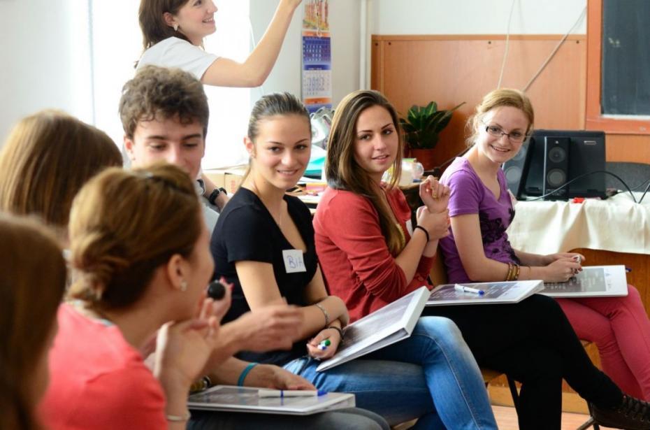 """Participă la """"Elevul anului 2017"""" și fii premiat alături de cei mai buni elevi ai Moldovei"""