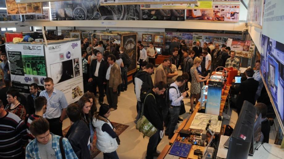 """UTM organizează Expoziţia lucrărilor studenţeşti """"Creaţia deschide Universul-2017"""""""