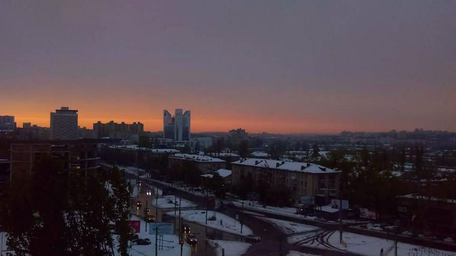 (foto) Apusul care a adus liniștea peste Chișinău. În ce culori s-a terminat codul portocaliu de astăzi