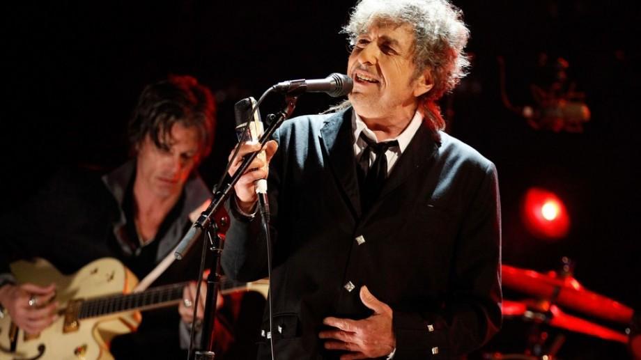 Bob Dylan a primit , sâmbătă la Stockholm, premiul Nobel pentru Literatură