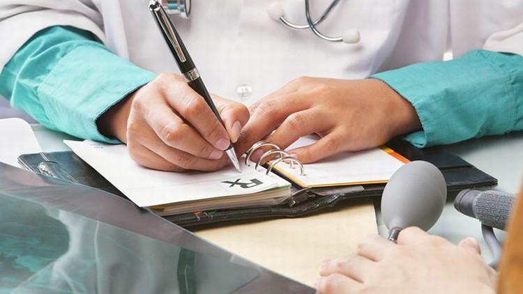 CNAM: Elevii și studenții trebuie să înregistreze la medicul de familie. Care sunt pașii