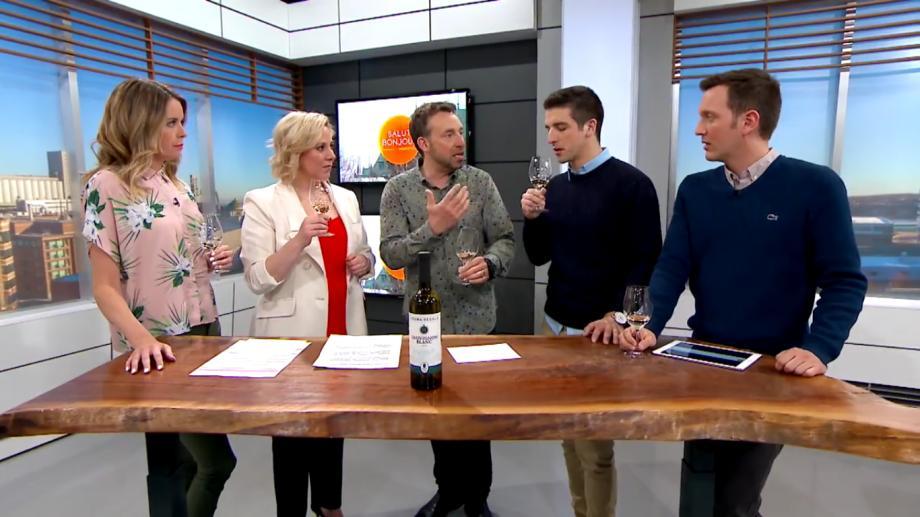 (video) Faimoasa sticlă de vin de 6 dolari din Moldova care i-a cucerit pe canadieni. A devenit vedetă la TV și în ziare