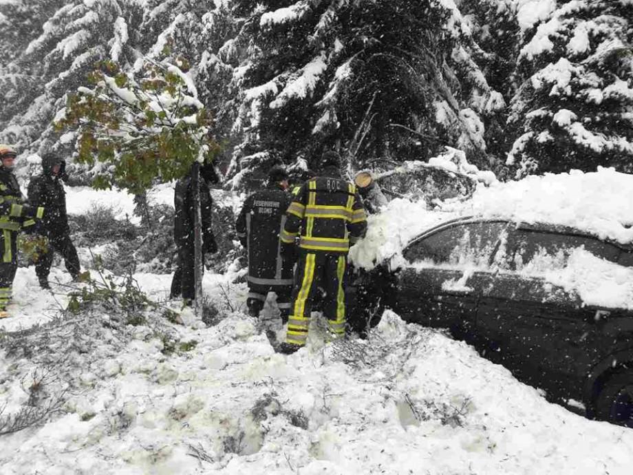Numerele de urgență pe care le pot apela persoanele afectate de consecințele ninsorilor