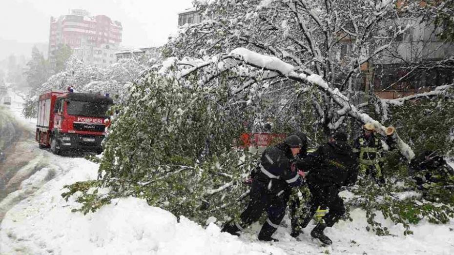 (foto) Cum lucrează salvatorii în Chișinău în condiții extreme