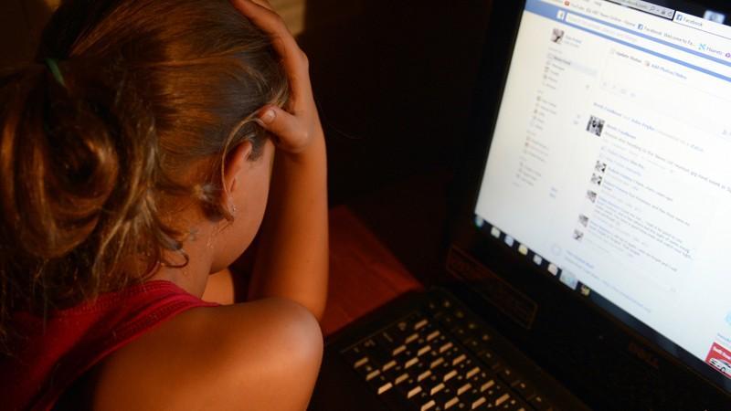 Facebook încearcă să oprească fotografiile erotice de răzbunare