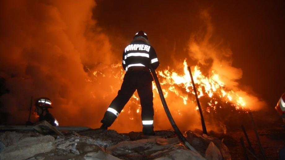 Incendiu în raionul Glodeni. Un copil și mama acestuia și-au pierdut viața