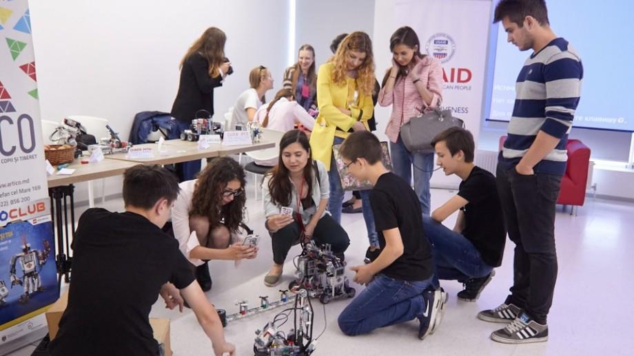 Tinerii pot participa în calitate de makeri pentru cel mai mare festival tehnologic la Chișinău