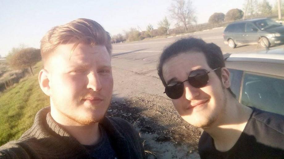 Doi tineri din Moldova și o mașină vor să plece în aventura vieții lor și au nevoie de ajutorul vostru