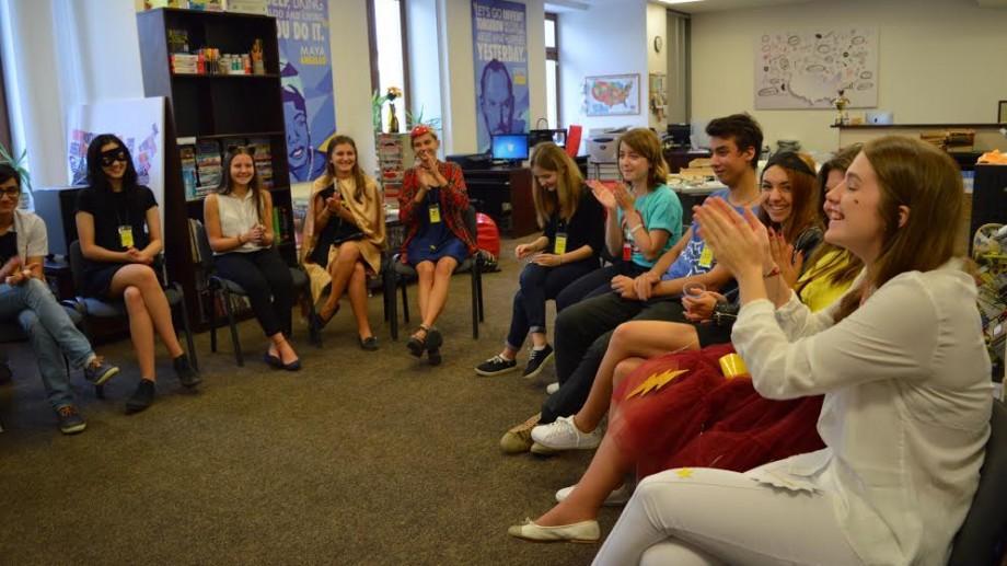 (foto) Centrul American de Resurse este în căutare de voluntari pentru proiectele creative pe care le au