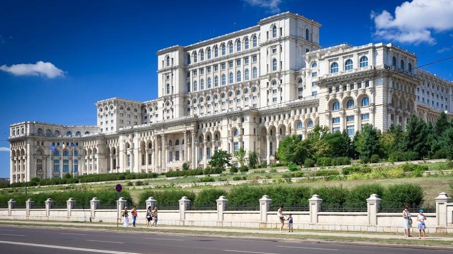 Warner Bros va filma un horror în România. Ce sumă va primi Palatul Parlamentului pentru o oră de filmări