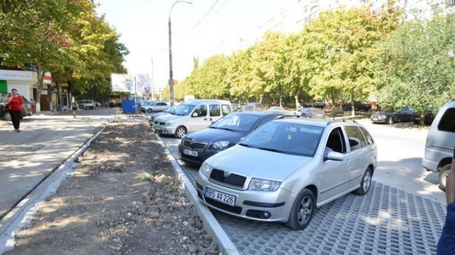 Un grup de cetățeni a inițiat o petiție online pentru anularea proiectului parcărilor cu plată din Capitală