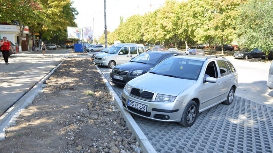 Primăria a suspendat contractul cu firma care urma să amenajeze parcările cu plată