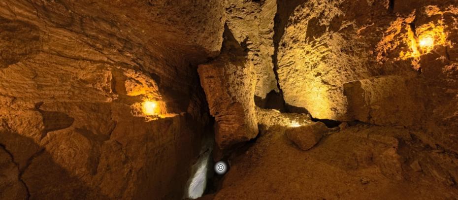 (foto) Vrei să-ți cunoști țara? Fă un tur virtual al Peșterii Surprizelor