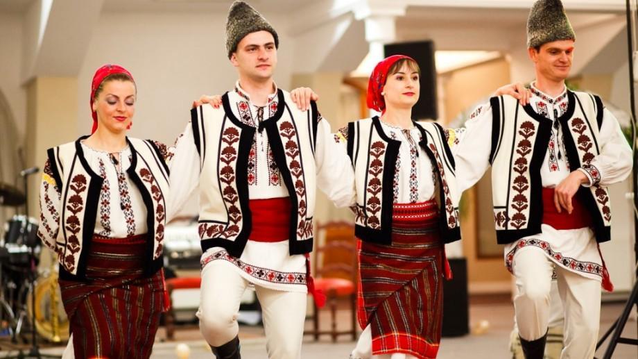 Recorduri Guinness pentru portul și dansul tradițional românesc