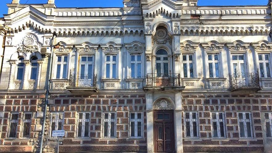 (foto) Descoperiri urbane: Procuratura – casa de pe str. Armenească 96 în care trebuiau să trăiască oameni