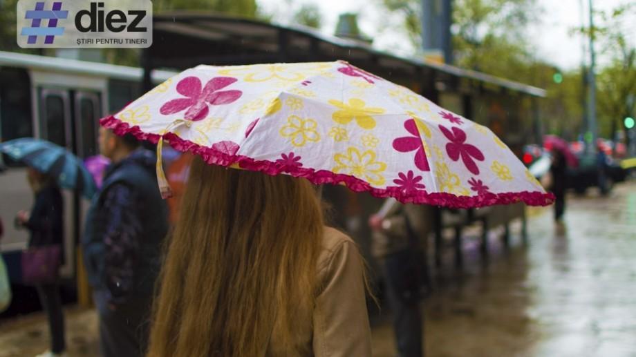 (galerie foto) Chișinăul pe ploaie: Cum orașul devine mai colorat datorită umbrelelor
