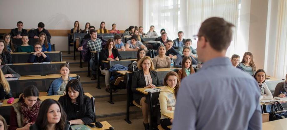 Prelegeri de ghidare în carieră pentru studenți cu invitați surpriză. Află cum poți să participi