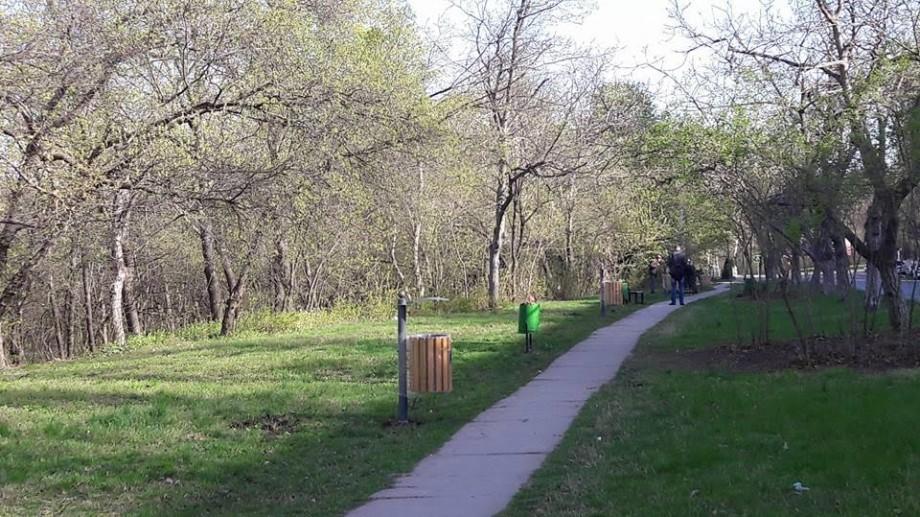 (foto) Mii de coșuri de gunoi din parcurile din Chișinău vor fi înlocuite cu unele noi