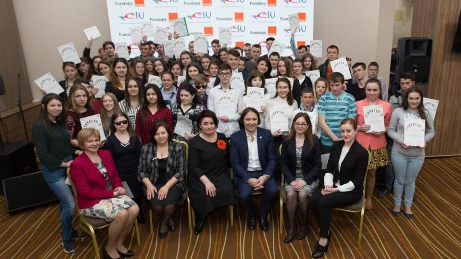 (foto, video) Fundaţia Orange a oferit circa 500 de burse tinerilor din instituţiile de tip internat