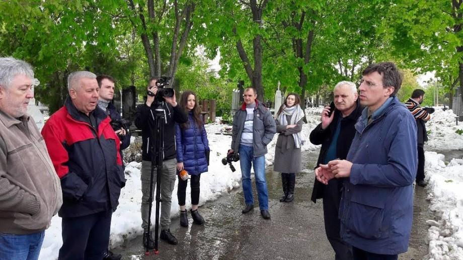 Primarul atenționează cetățenii care planifică să meargă la cimitire: Există pericolul să mai cadă crengi